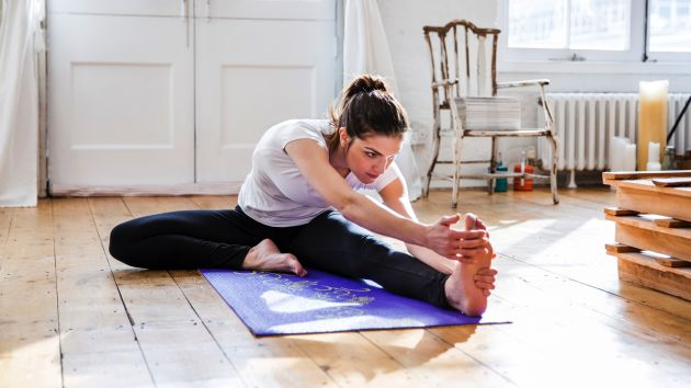 7-Ways-to-Reduce-Neck-Pain_floor stretches