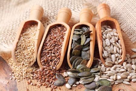 Top-10-Zinc-Rich-Foods-for-Vegans_sesame-sunflower-flax-pumpkin-seeds