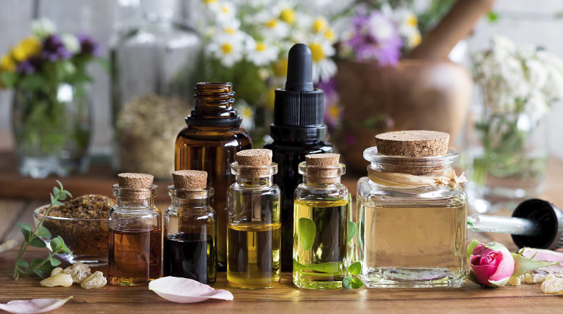 6 Best Skin Oils for Oily and Acne-Prone Skin