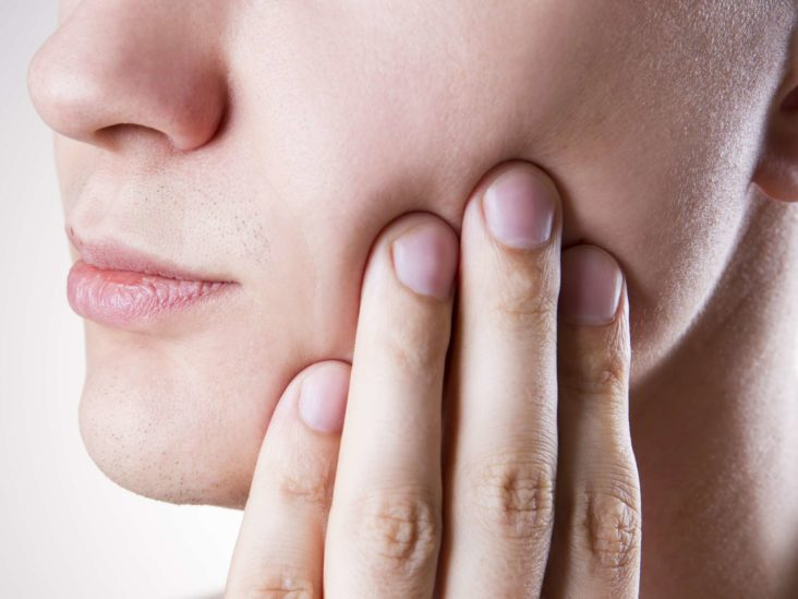 Pericoronitis: What You Should Know_woman with toothache
